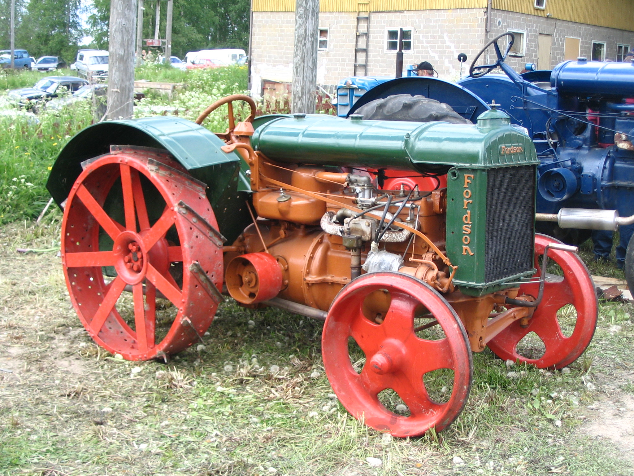 Oldest Antique Tractors : Daily crow farming the way it used to be done west of i