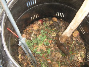 compost-barrel-stock-wikicom-pd-web