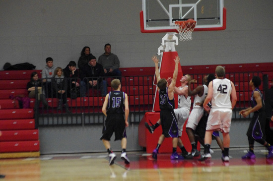 Karsten watches his made layup. /David Thoss photo