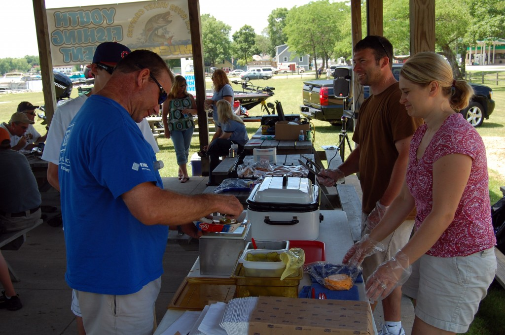 Kent and Ginger Ipsen, owners of the Silver Lake Dairy Queen, provide a hot dog, hamburger and ice cream lunch for participants.