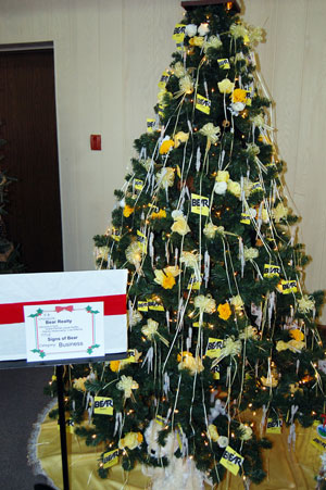This tree was sponsored by Bear Realty (Glenda and Butch Dupons of Bear Realty are westofthei.com sponsors).
