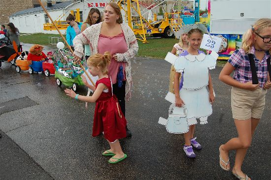 2016 fair kids parade 28-opt